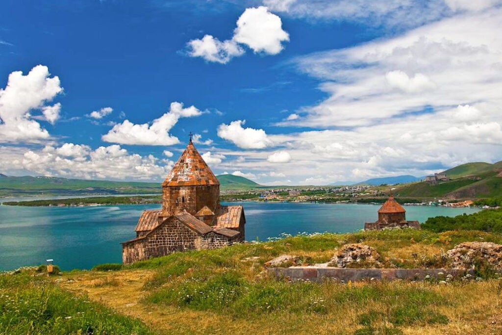 Храмы и Вулканы.        Поход по горам Армении.